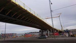 Prefabricerade broknekter/träknektar för samverkansbro i stål och betong